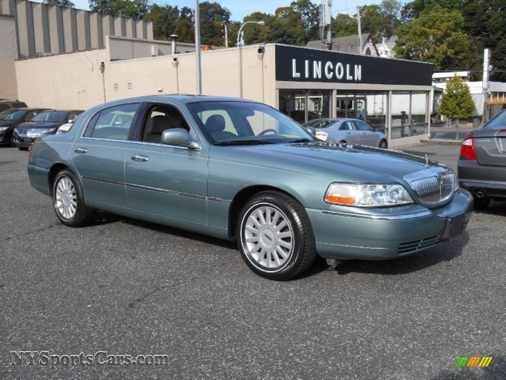 2005 Lincoln Town Car Signature Limited In Light Tundra