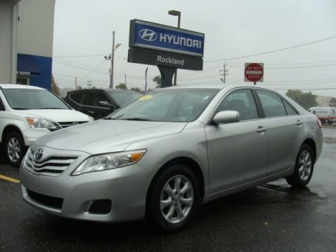 Classic Silver Metallic 2011 Toyota Camry LE
