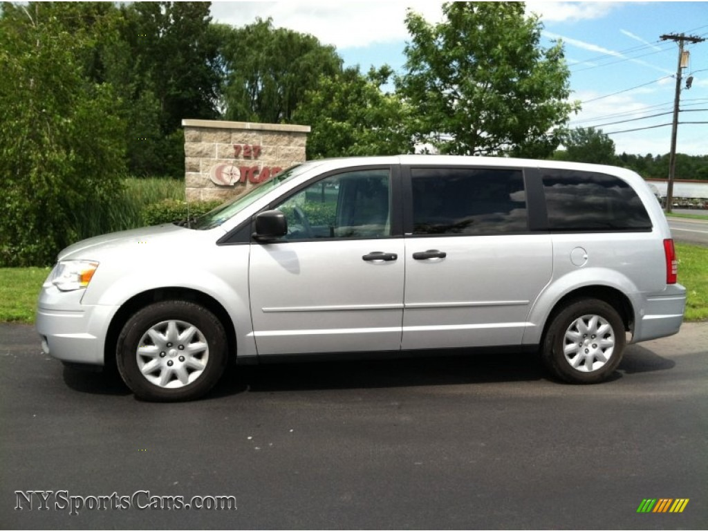2008 chrysler town country lx in bright silver metallic photo 8 827606. Black Bedroom Furniture Sets. Home Design Ideas