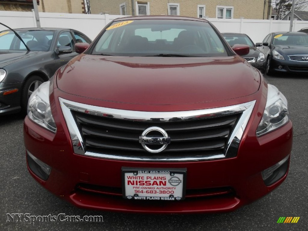 2013 nissan altima 2 5 s in cayenne red photo 2 161515. Black Bedroom Furniture Sets. Home Design Ideas