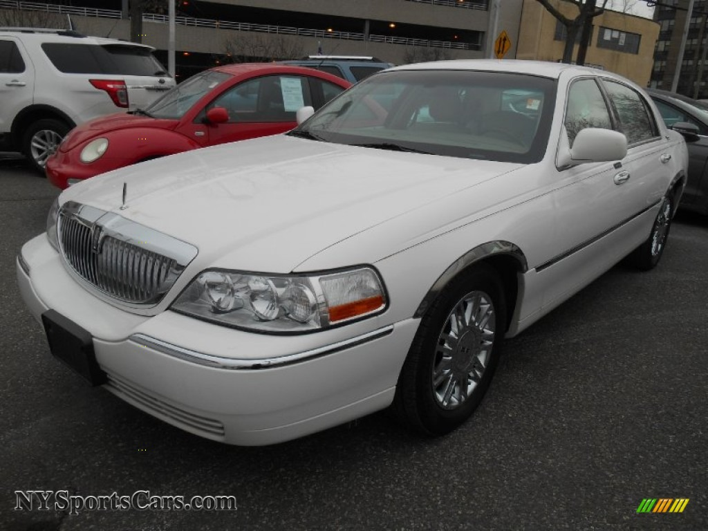 2008 lincoln town car signature limited in vibrant white. Black Bedroom Furniture Sets. Home Design Ideas