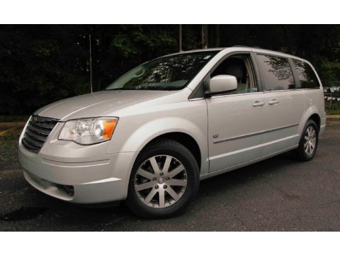 Bright Silver Metallic 2009 Chrysler Town & Country Touring